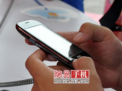 Dell Mini 3i cellphone in China