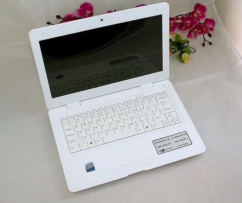 Airis Praxis Slim Air netbook