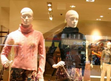 Camera-Equipped Mannequins Placed in Stores