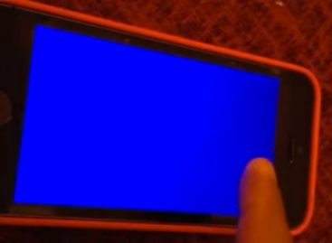 """""""Blue Screen Of Death"""" reported in iPhone 5S"""