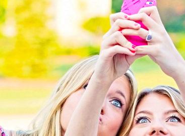 Snapchat snags ex-Facebook exec as COO
