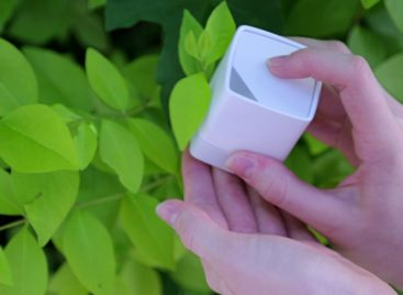SwatchMate Cube: Captures colors from anywhere