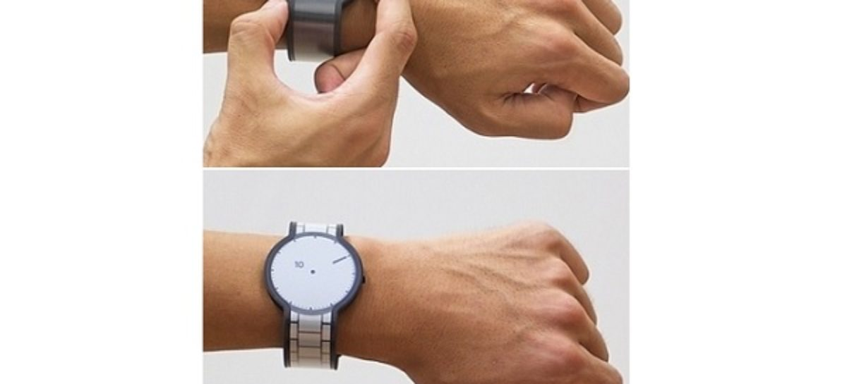 FES Watch Changes Its Design At A Touch Of A Button